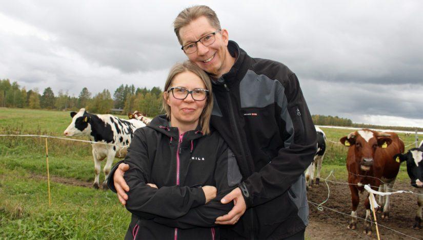 Niina ja Antti ottivat isännän kotitilan nimiinsä. – Saimme äärimmäisen hyvät lähtökohdat, joten tästä on turvallista jatkaa.