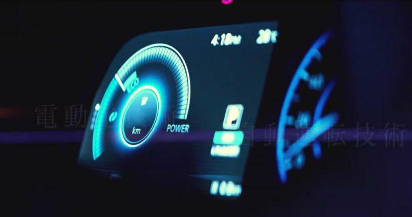 Leafissä käytetään myös Nissanin ProPILOT-nimistä ajoavustintekniikkaa, joka mahdollistaa osittain autonomisen kulun.