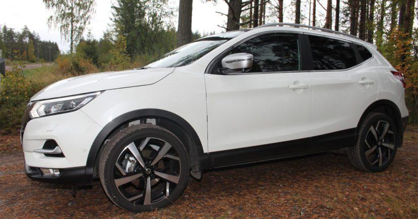 Kansanautoksi noussut Nissan Qashqai on tuttu kasvo myös crossovereiden nelivetoisten sarjassa.