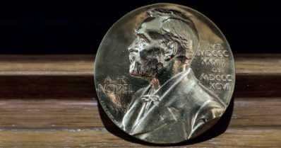 Nobel-voittaja kirjoittaa kolonialismista – rauhanpalkinto sananvapauden edistämisestä