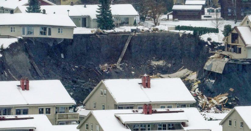 Maanvyörymä tuhosi suuren määrän rakennuksia ja noin tuhat ihmistä joutui jättämään kotinsa.