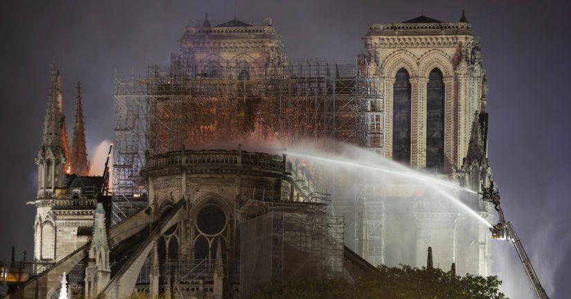Notre Damen jälleenrakentamisen turvaamiseksi avataan kansainvälinen varainkeruukampanja.