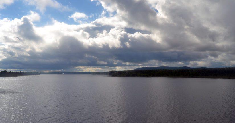 Nuasjärvi on pinta-alaltaan lähes sadan neliökilometrin suuruinen, kuvassa Mujethoulu-lahti.