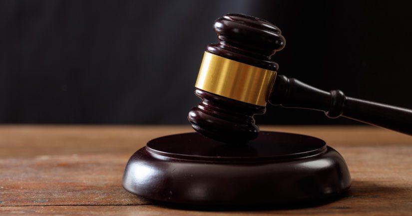Käräjäoikeus on vanginnut 38-vuotiaan miehen epäiltynä kahdesta laittomasta uhkauksesta ja vahingonteosta.