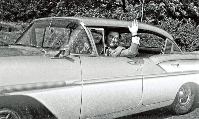 Olavi Virta harrasti kalliita amerikanrautoja, kuvassa vuoden 1958 mallin Chevrolet Bel Air.