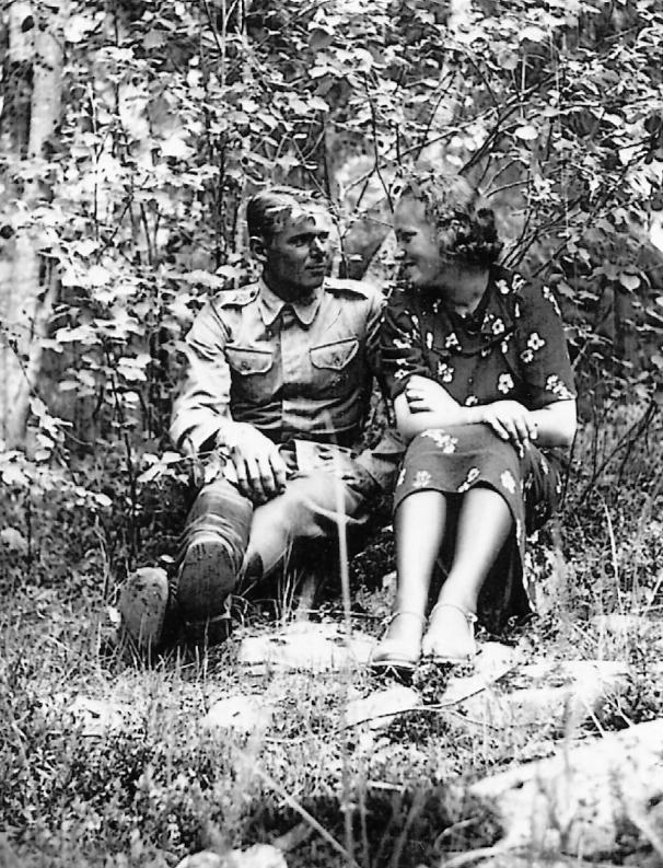 Nuorenparin onnea kesällä 1939, Olavi ja hänen tuleva vaimonsa Eevi.