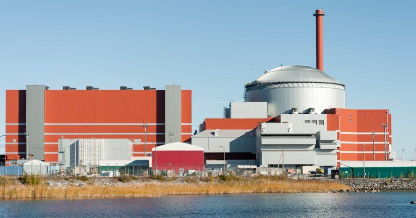 Olkiluoto 3:n rakennustyöt aloitettiin keväällä 2005 ja valmista oli määrä olla neljä vuotta myöhemmin keväällä 2009.