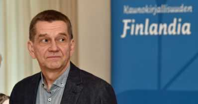 Kapina tehtailla, Taivaanpallo ja Tuhatkuolevan kirous saivat Finlandia-kruunun – Olli Jaloselle toinen voitto