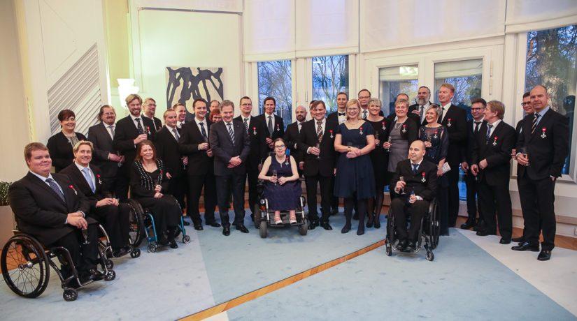 Olympia- ja paralympiavoittajat yhteiskuvassa Mäntyniemessä.