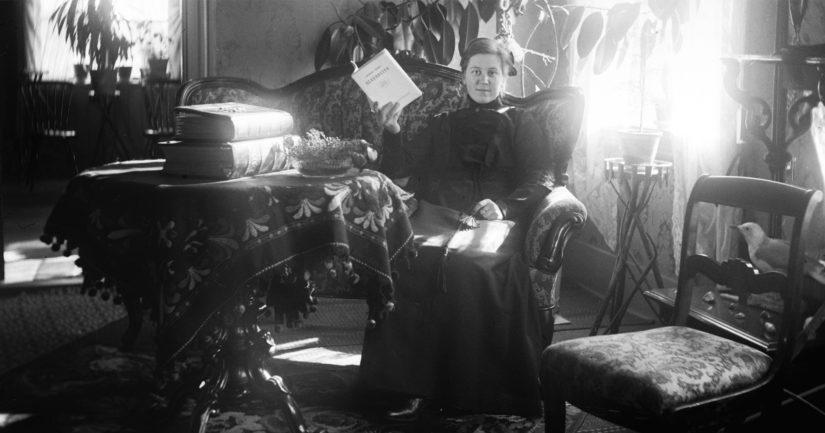 Omakuva pappilassa, 1910-luvun alkupuoli.