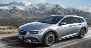 Opel Insignia veti maastosaappaat jalkaan