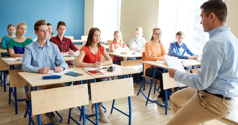 Tiedot oppilaiden oireilusta kerättiin THL:n sisäilmakyselyllä, johon vastasi reilut 12 000 oppilasta.