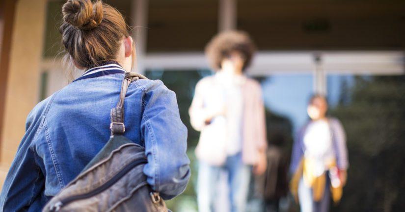 Yksinäisyys koskettaa etenkin 18–22-vuotiaita yliopistossa opiskelevia naisia.