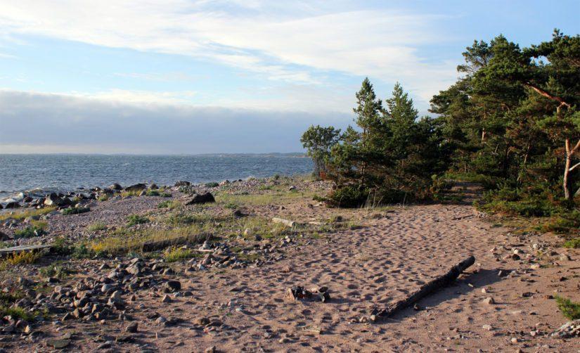 Örön rantamaisemaa, paahdenummet ja hiekkarannat ovat säilyneet lähestulkoon koskemattomina.