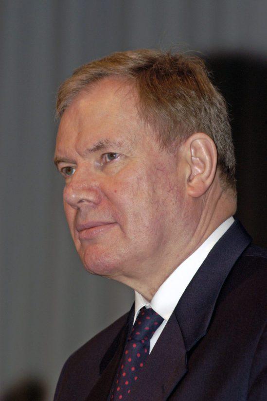 Yleisradion lähetysverkon myynti lähti Paavo Lipposen hallituksesta ja liikenneministeri Tuula Linnainmaan aloitteesta.