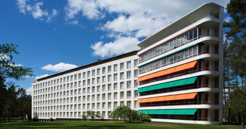 Paimon parantolan funktionalistista arkkitehtuuria edustava potilassiipi.