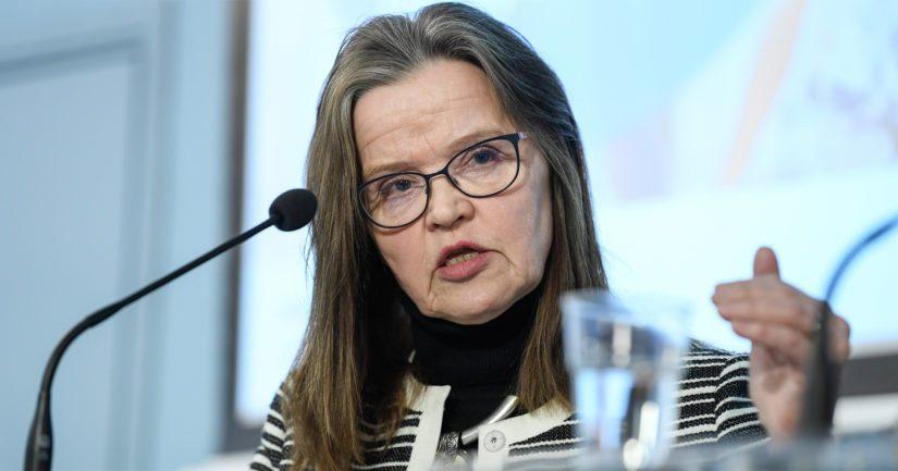 Alivaltiosihteeri Päivi Nerg kiistää, että virkamiehet olisivat tarkoituksellisesti jättäneet asioita kertomatta eduskunnalle.