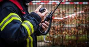 Koulurakennus syttyi nopeasti – tulipalosta epäillään katolle kiivenneitä kolmea alaikäistä lasta