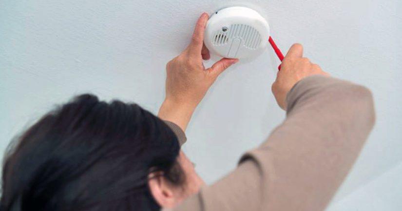 Lain mukaan jokaisessa kodissa tulee olla 60 neliötä kohden vähintään yksi palovaroitin.