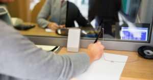 Säästöpankin työntekijä kavalsi 350 000 euroa – myönsi väärentäneensä pankin kassaraportteja
