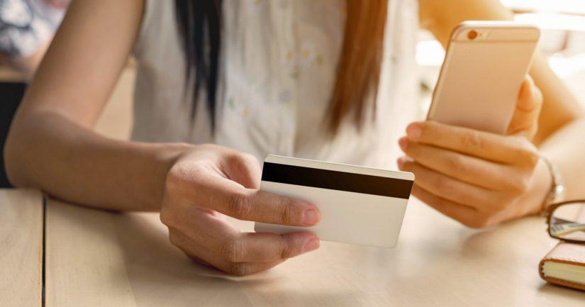Puhelimessa ei pidä luovuttaa tuntemattomalle luottokortin numeroa, tunnuslukuja tai avainlukukoodeja.