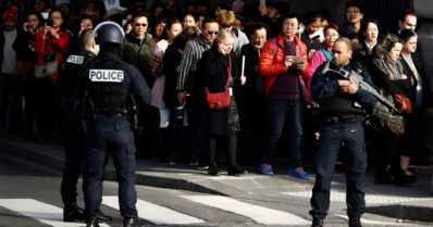 Viidakkoveitsimies yritti terrori-iskua Louvren museoon Pariisissa