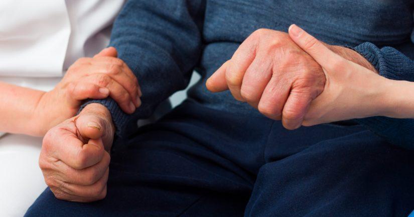 Parkinsonin tauti on etenevä neurologinen sairaus, johon ei ole olemassa parantavaa hoitoa ja jonka syitä ei tarkasti tunneta.