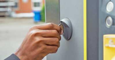 Pysäköintiautomaateista varastettiin satoja tuhansia euroja kolikoita – toimiko nyt uusi rahanpesulaki?