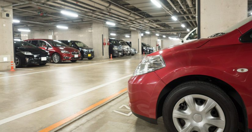 Joka kolmannessa taloyhtiössä autopaikkoja ei riitä kaikille, joten niille jonotetaan.