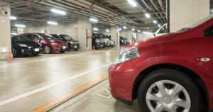 Parkkipaikkakolarit ja hankalat kohtaamistilanteet – näistä liikennevahingoista tulee eniten kiistoja