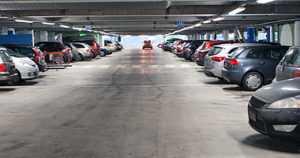 Lähes puolet liikennevahingoista sattuu parkkipaikoilla – katso kolaroinnin kärkikunnat