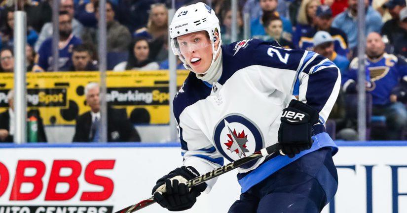Winnipegin Patrik Laine nousi kaukalon sankariksi Helsingissä pelatussa NHL-ottelussa.