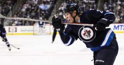 Winnipegin NHL-kausi päättyy – Patrik Laine ja Joel Armia taituroivat maalit