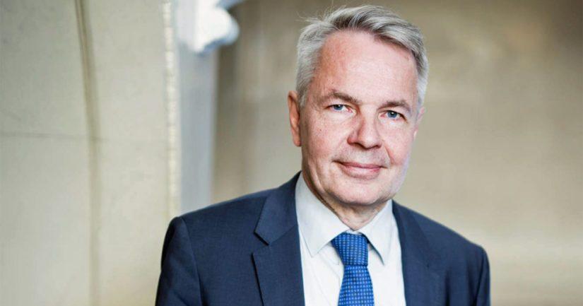 Ulkoministeri Pekka Haavisto kirjoittaa arvostansa ulkoministeriön työntekijöiden työtä suunnattoman paljon.