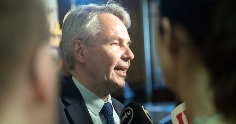 Ulkoministeri Pekka Haavisto on oikea henkilö vastaamaan Isis-perheiden palautuskysymyksiin, mutta vastaukset eivät ole vakuuttaneet kaikkia.
