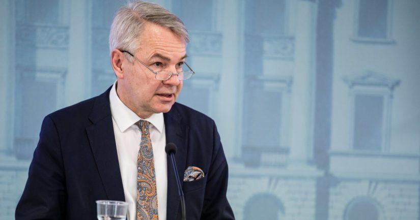 Ulkoministeri Pekka Haaviston al-Hol-toimien johdosta on jätetty epäluottamuslause eduskunnassa.