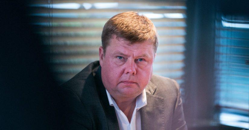 Pekka Perän kuukausipalkaksi on uutisoitu noin 25 000 euroa kuukaudessa.