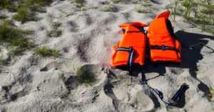 Uusi vesiliikennelaki edellyttää, että veneessä on päällikkö – huolehtii tarvittaessa kaikille pelastusliivit päälle