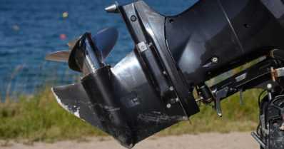 Nuori mies loukkaantui vakavasti pudottuaan veneestä – potkuri silpoi jalkaterän
