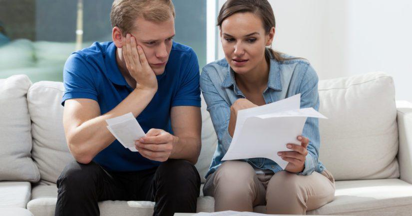 Puolet vastaajista on huolissaan siitä, ettei heille jää laskujen maksun jälkeen tarpeeksi rahaa jäljelle.