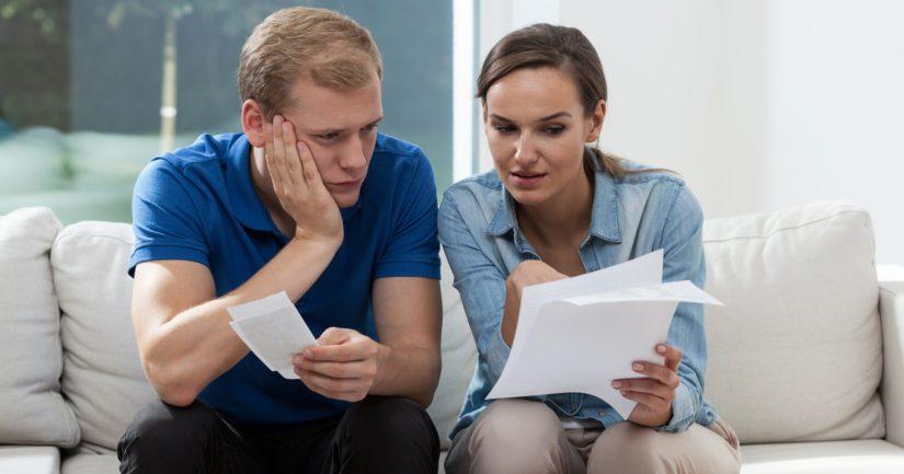 Kuluttajaluottojen lisääntynyt käyttö on yksi osatekijä kotitalouksien velkaantumisessa.