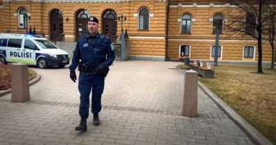 Äitienpäiväkonsertti järjestetään livestriiminä – päätähtenä laulava poliisi Petrus Schroderus