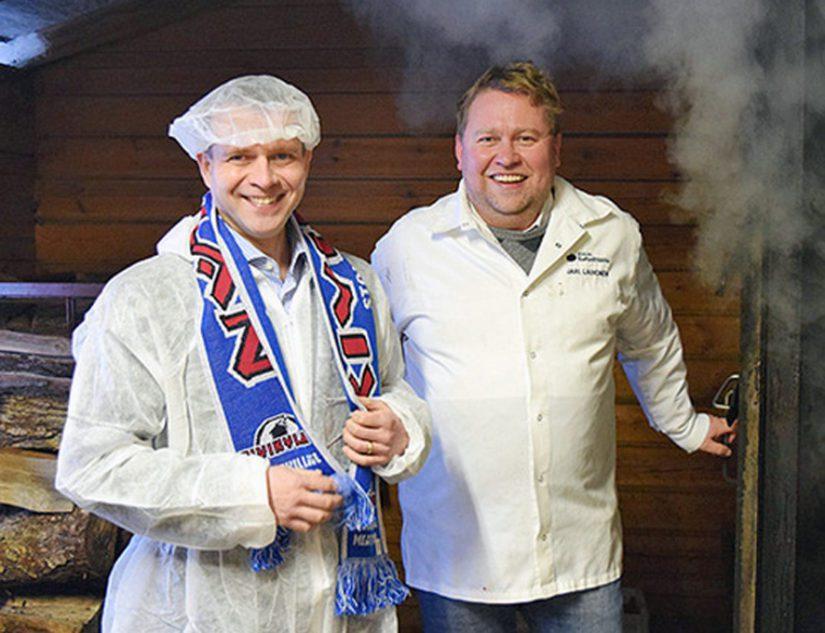 Jari Laihonen käyttää poliittista ja taloudellista valtaa. Kivikylän Kotipalvaamo tiedotti ministeri Petteri Orpon käynnistä tehtaalla.