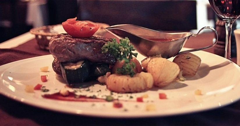 Liha on hyvä raudan lähde ja jo pienikin määrä punaista lihaa säännöllisesti syötynä varmistaa raudan kokonaissaantia.