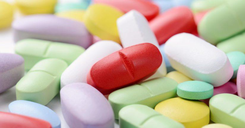 Terninaalista takavarikoitiin yhteensä 2 224 purkkia vitamiineja ja lisäravinteita.
