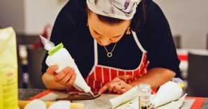 Näillä pipareilla voitettiin SM-kultaa – finalistit leipoivat yhtä aikaa kotikeittiöissään ympäri Suomen