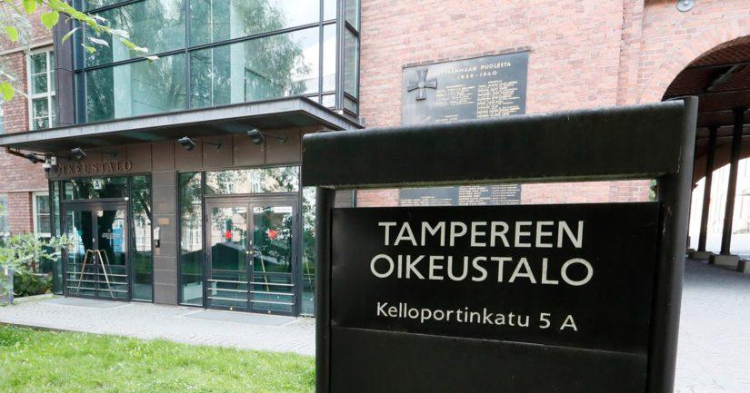 Pirkanmaan käräjäoikeus tuomitsi vartijan maksettavaksi 800 euroa sakkoja sekä äidille ja tyttärelle korvausta kärsimyksistä 1200 euroa kummallekin.