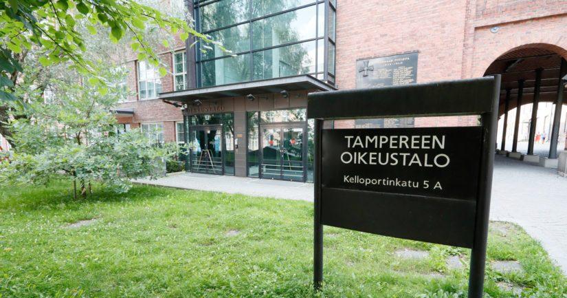 Tunnettu tamperelainen lihanjalostaja Tapola Oy tuomittiin käräjäoikeudessa 6000 euron yhteisösakkoon, syyttäjä vaati sakon suuruudeksi 30 000 euroa.