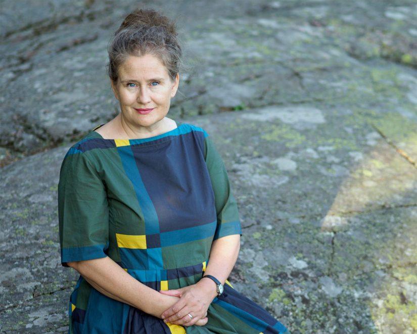 Pirkko Soininen jatkaa uusimmalla romaanillaan lähihistoriassamme vaikuttaneiden merkityksellisten naisten elämäntarinoiden elävöittämistä.