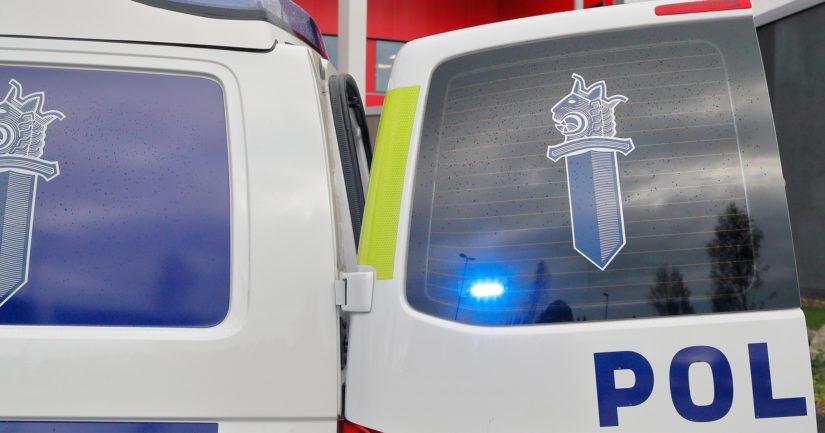 Kerrostalon seinään törmännyt kuljettaja puhalsi 1,15 promillea ja poliisi otti hänet kiinni paikan päältä.